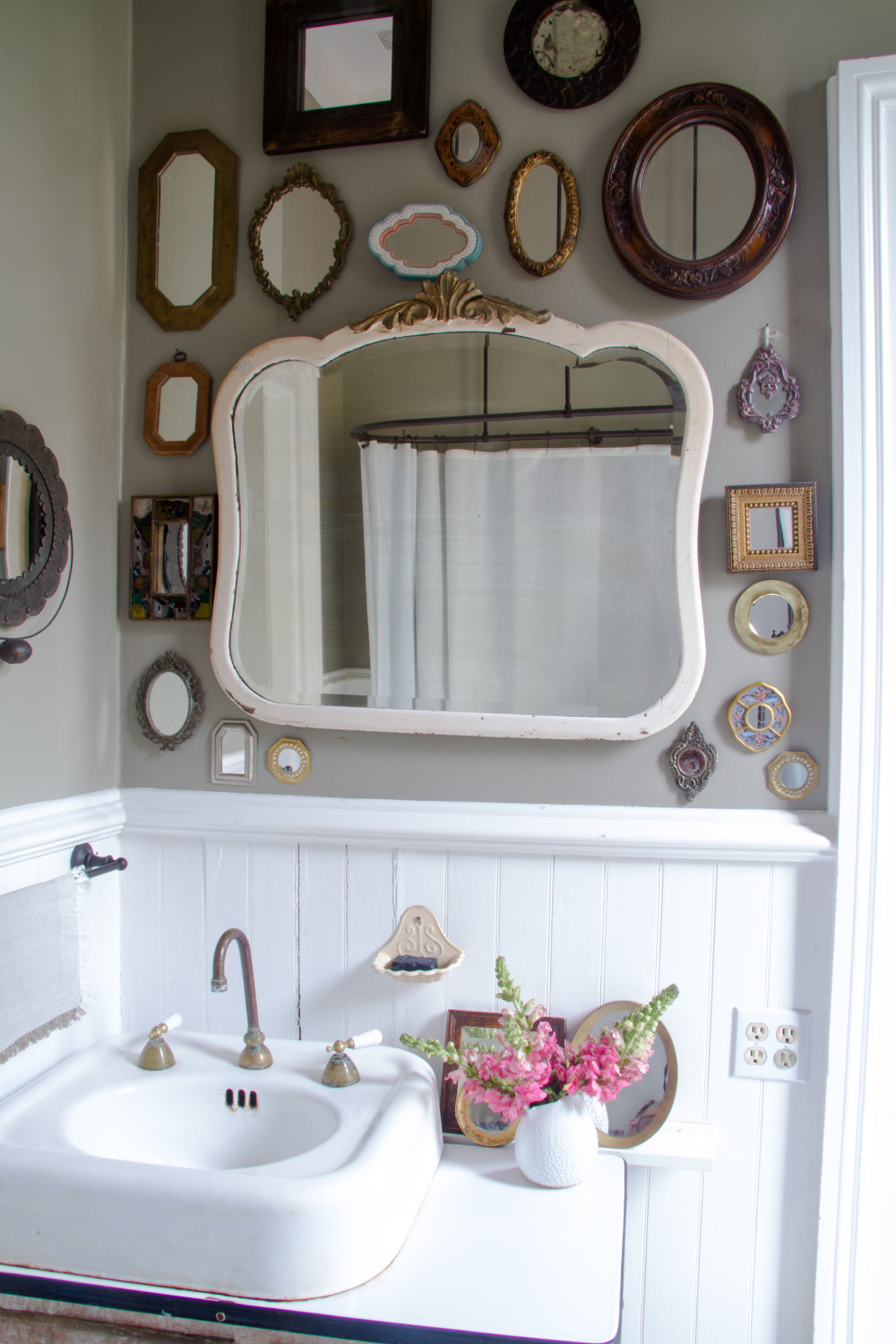 How To Decorate With Vintage Mirrors Apartment Therapy