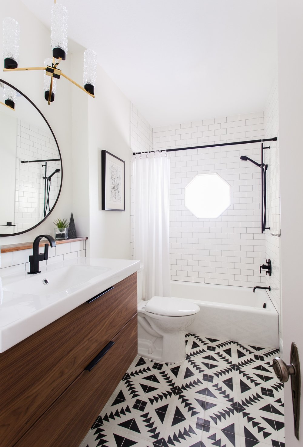 Look We Love Black Accents In The Bathoom Apartment Therapy