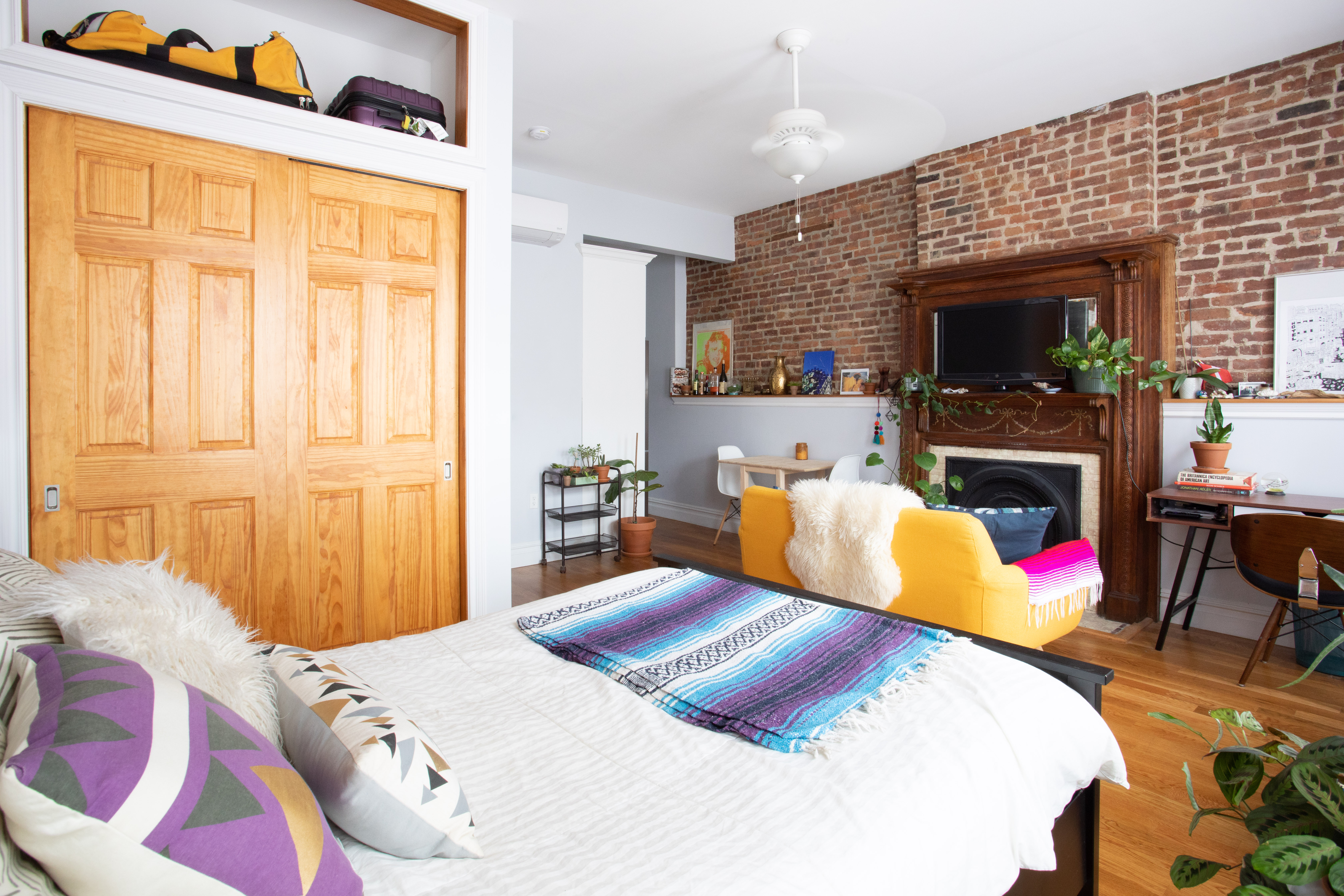 The Best Studio Apartment Layout According To Real Estate Agents Apartment Therapy