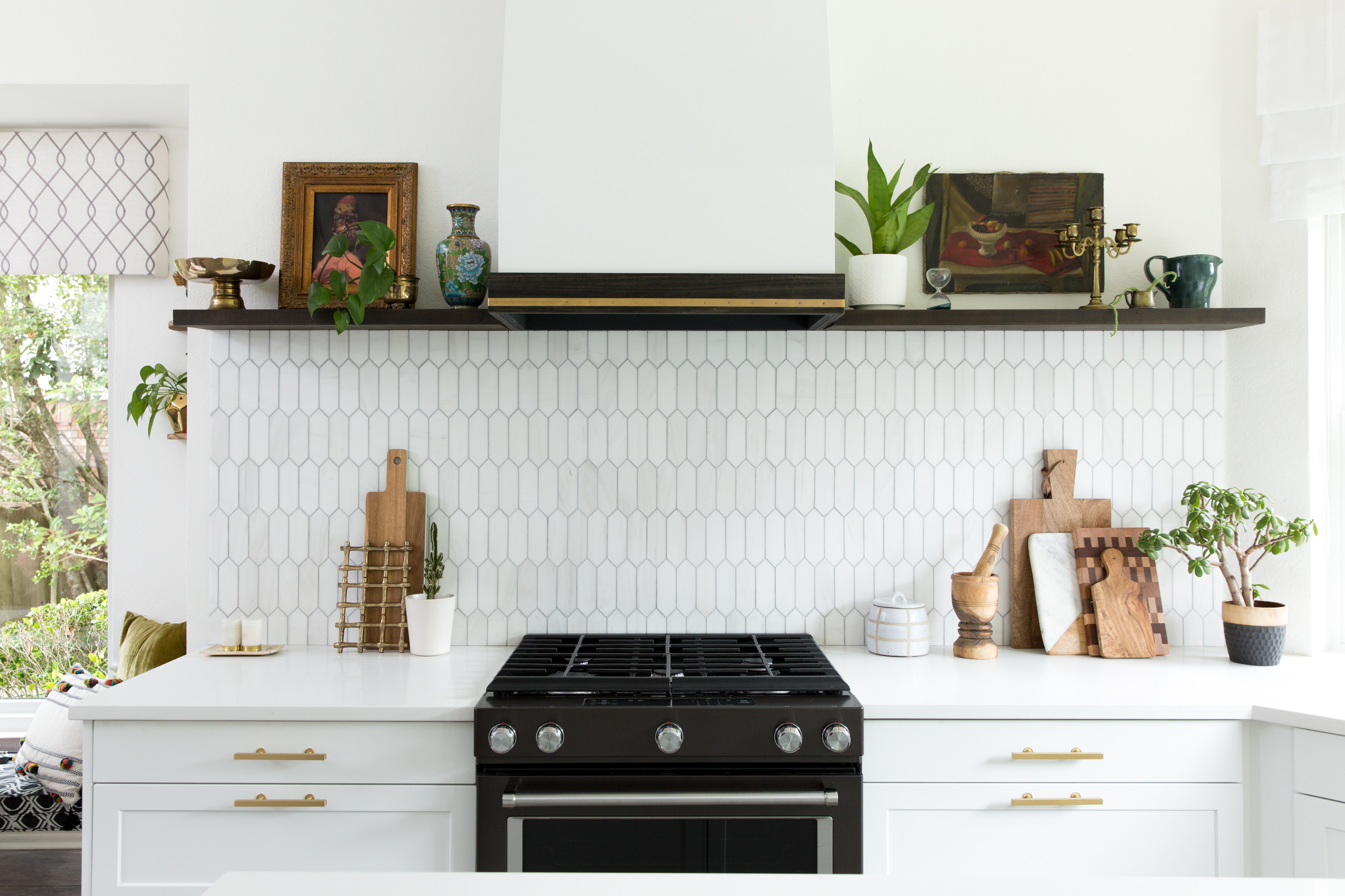 How To Decorate Your Kitchen Counters According Professional Stagers Apartment Therapy