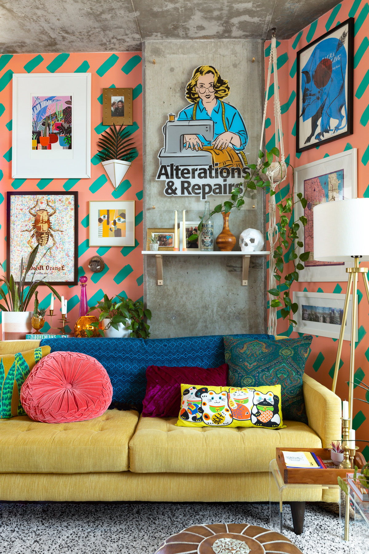 Wondrous Colorful And Patterned Chicago Loft Tour Photos Apartment Home Interior And Landscaping Transignezvosmurscom