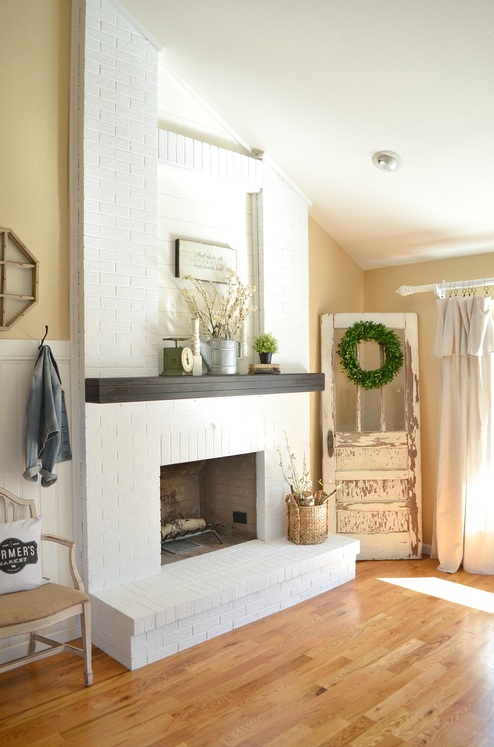 Fireplace Decorating Ideas For Your Living Room Apartment