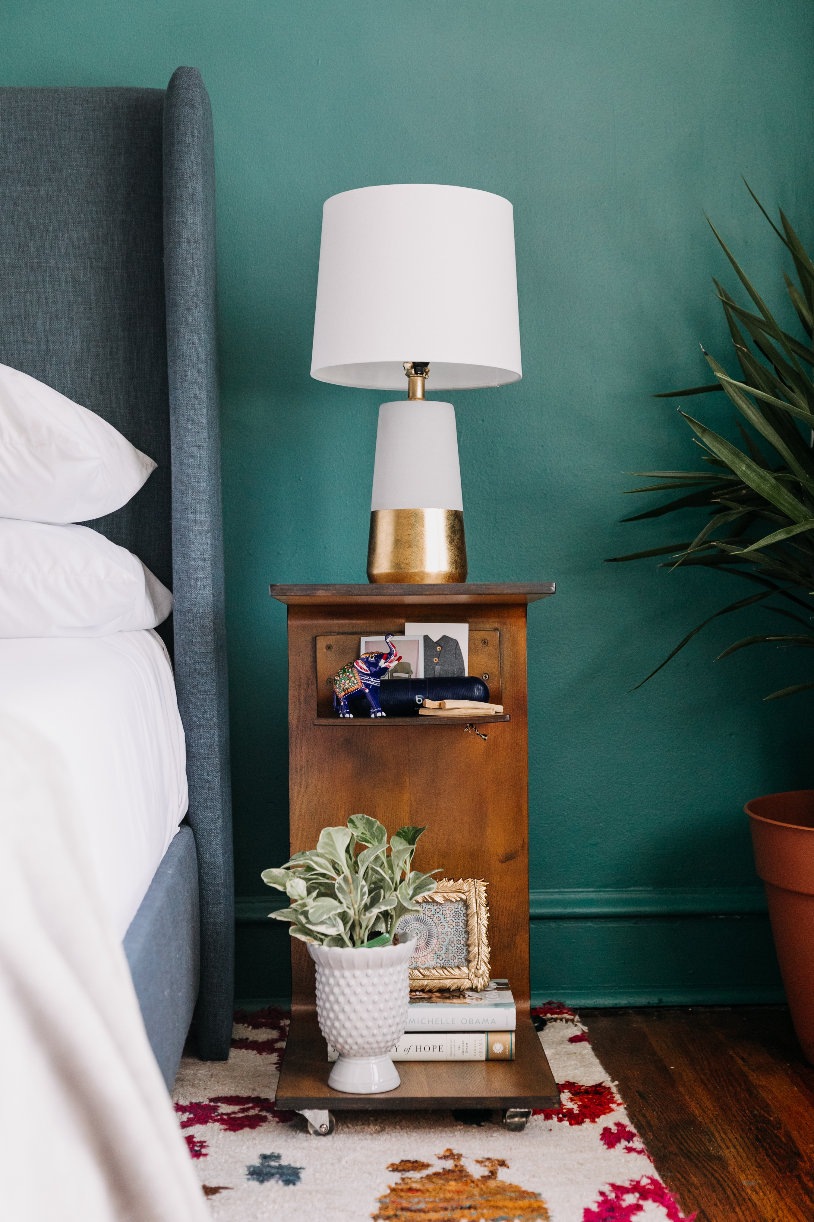 10 Small Nightstand Ideas Space Saving Bedside Shelves Tables Apartment Therapy