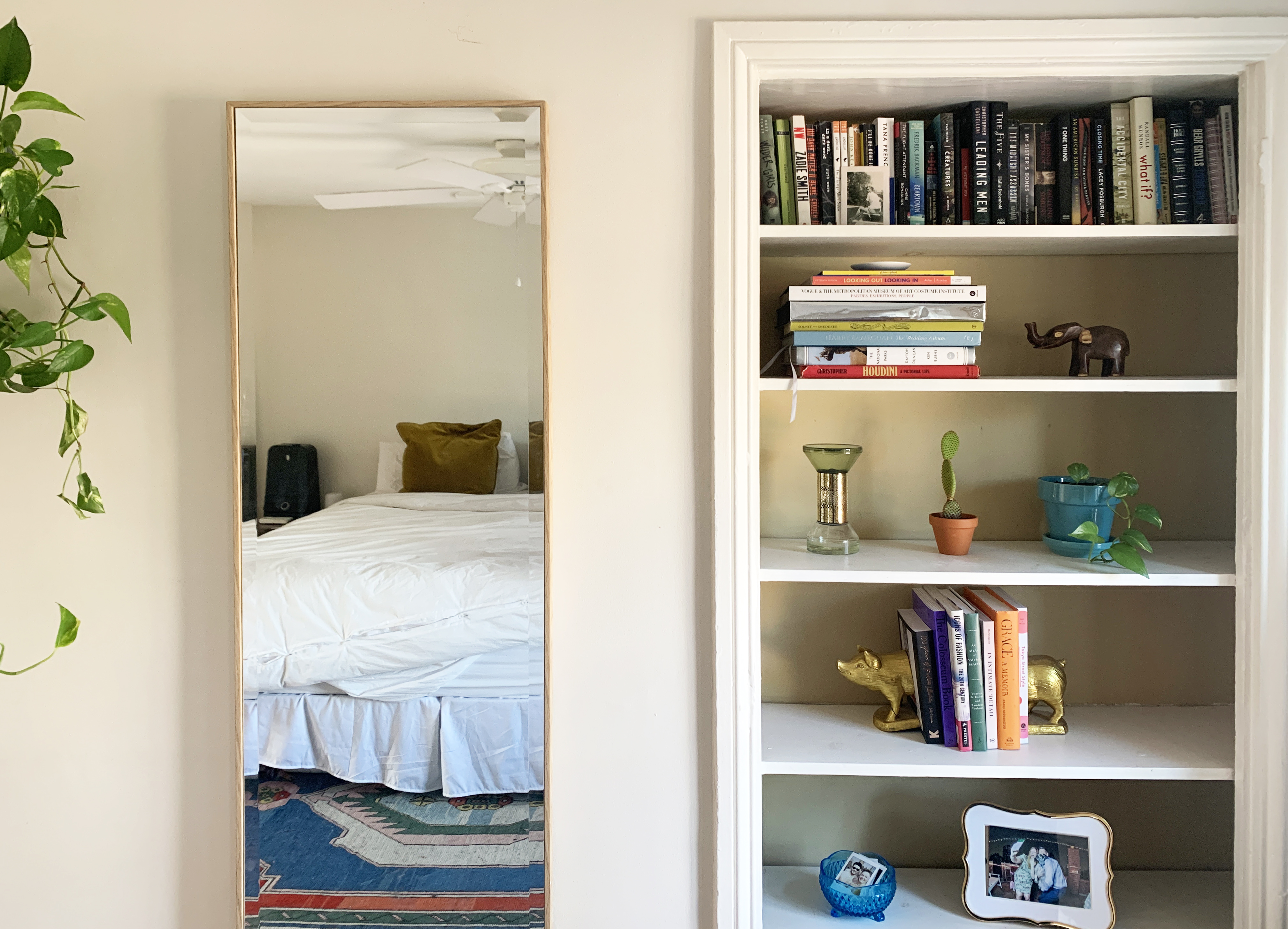 7 Tips For Organizing And Styling Messy Bookshelves Apartment Therapy