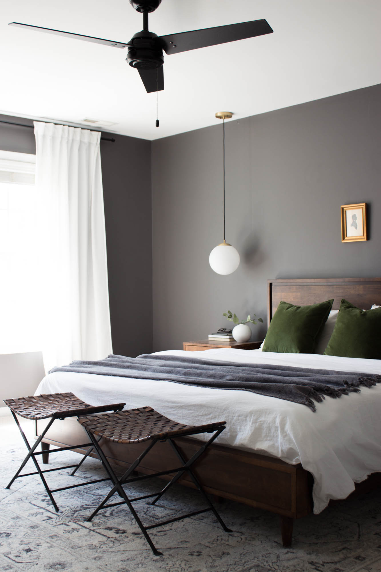 20 Dark Bedroom Ideas How To Use Dark Paint Decor In Bedrooms Apartment Therapy