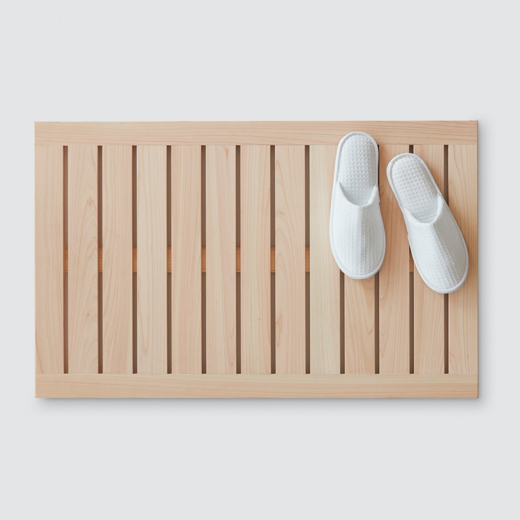 Best Wooden Bath Mats 2020 Stylish Bath Mats Made Of Wooden Slats Apartment Therapy