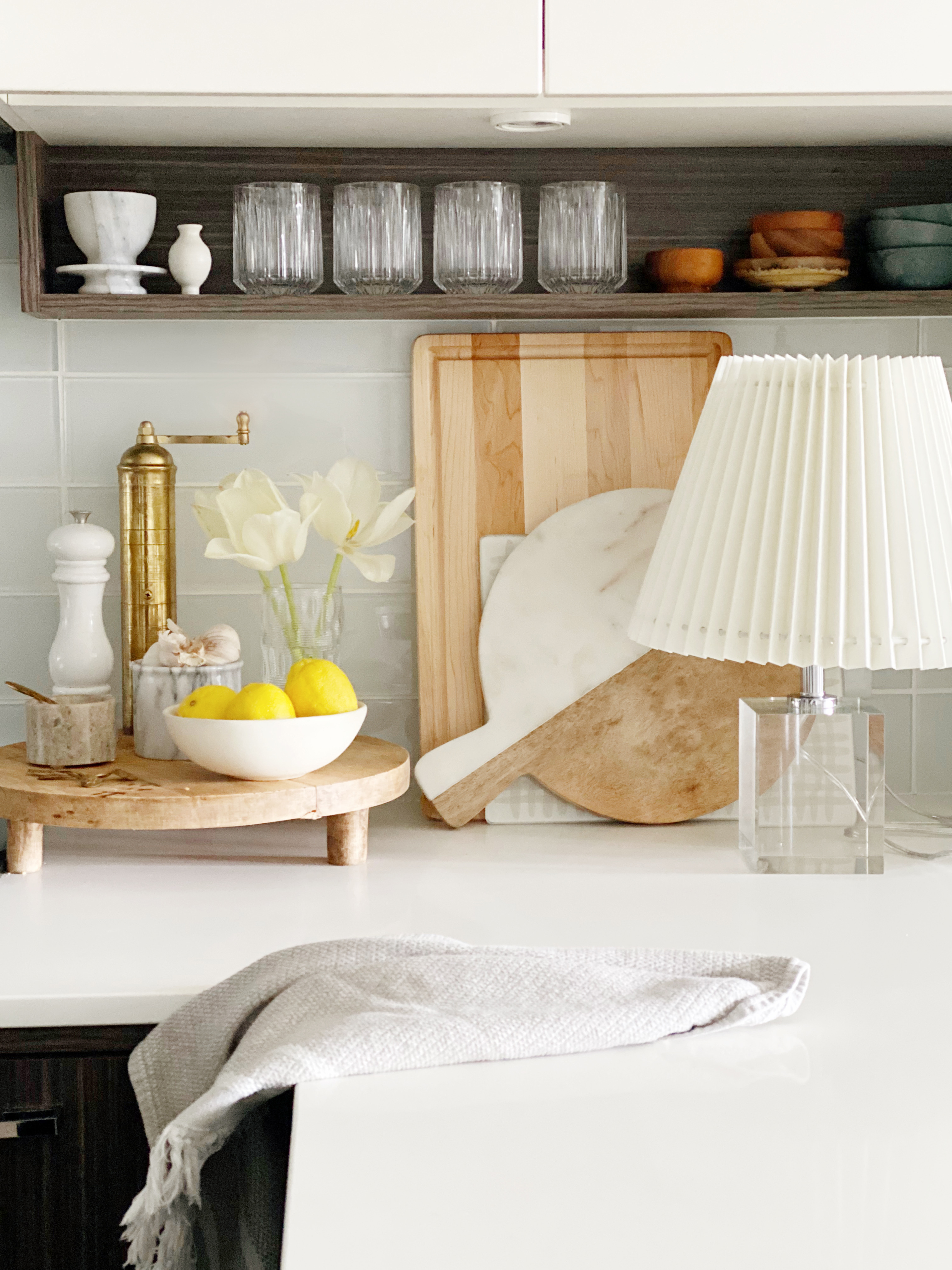 This Is Why You Should Put a Table Lamp In Your Kitchen ...