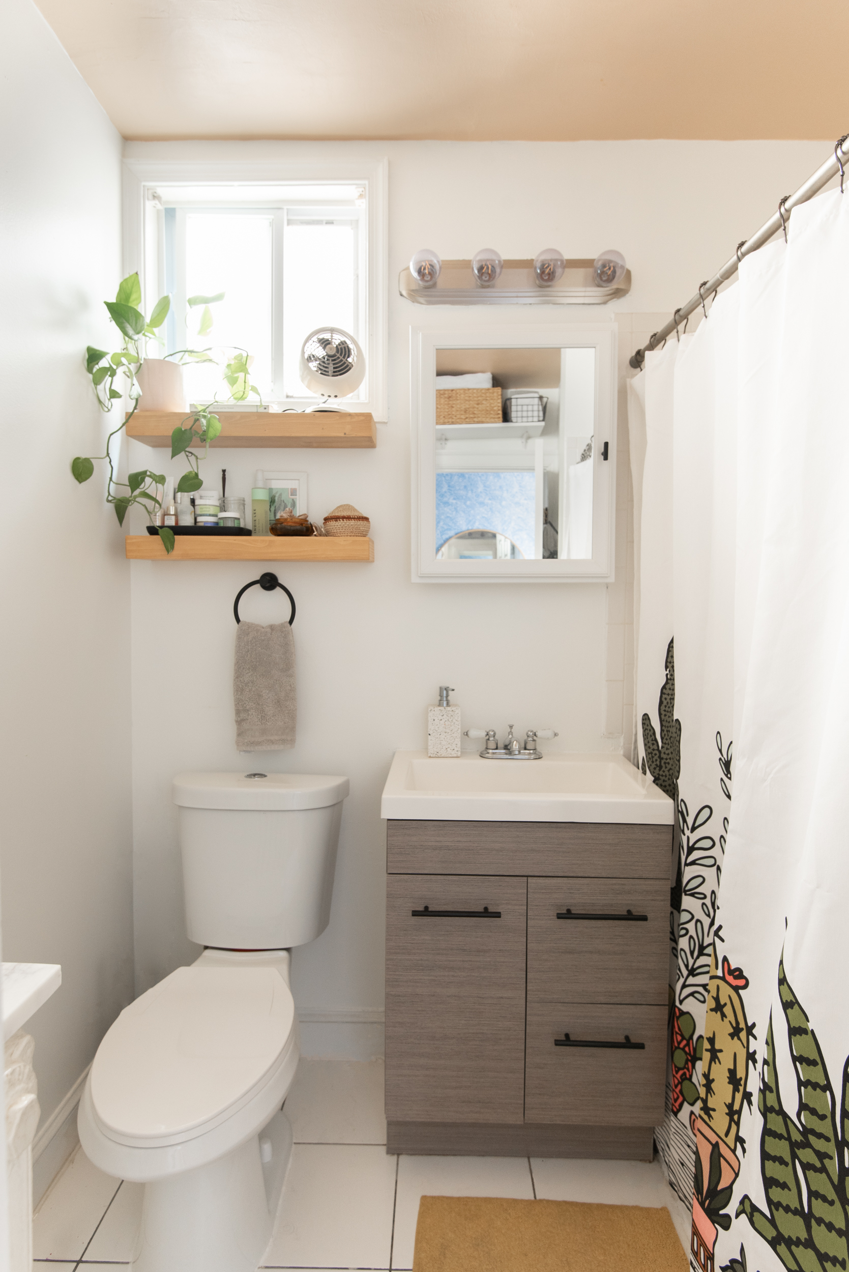 The Best Room To Try A Diy Painted Ceiling In Is Your Bathroom And Here S Why Apartment Therapy