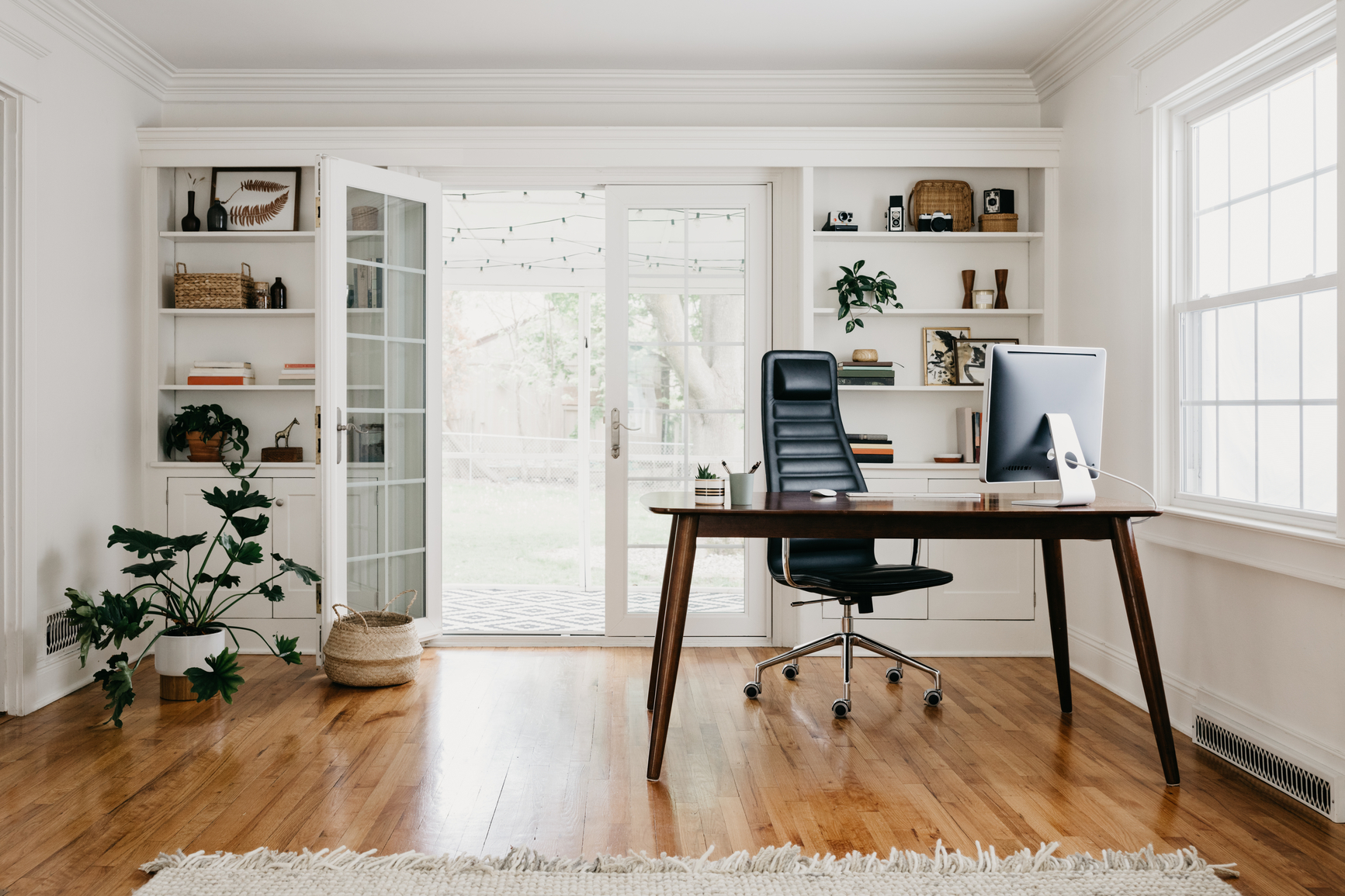 How To Choose Home Office Furniture Expert Guide To Chairs Desks More Apartment Therapy